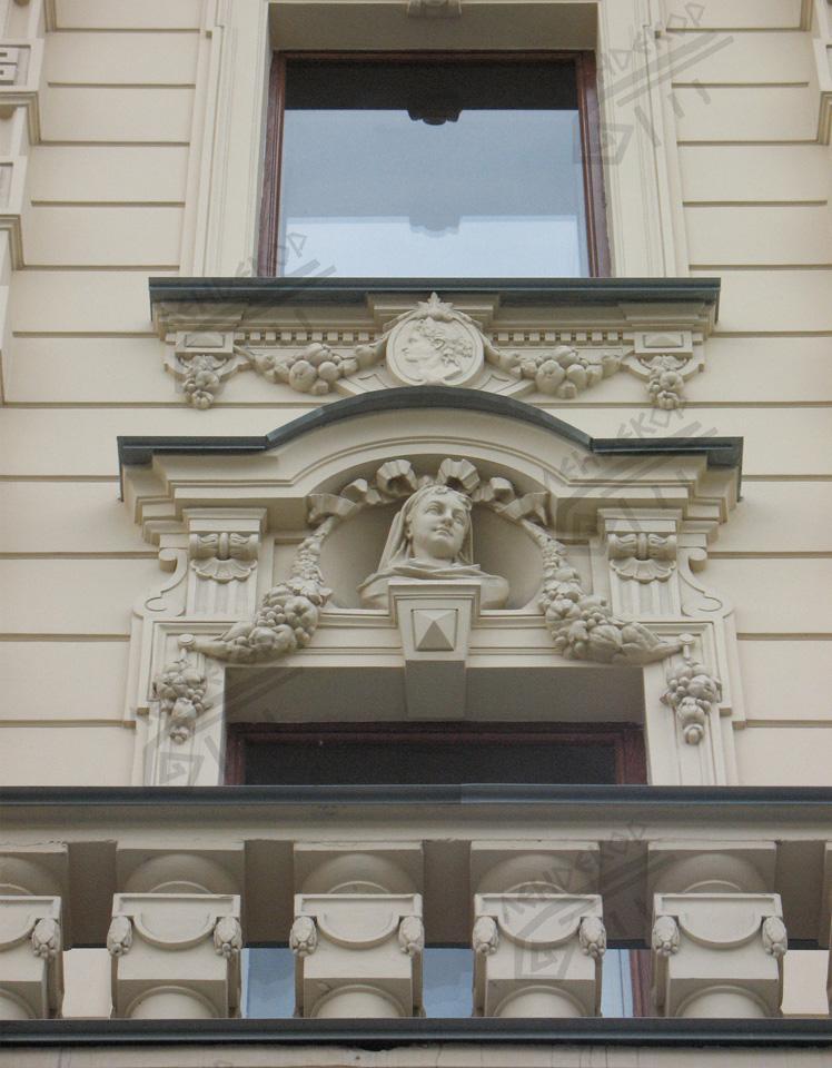 лепнина на фасадах зданий фото окна поставьте рядом
